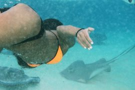 NYC Blogger Annamaria Stewart Grand Cayman Travel Guide, stingray city, sandbar, jetskis, orange and black vs swim bikini, stingrays
